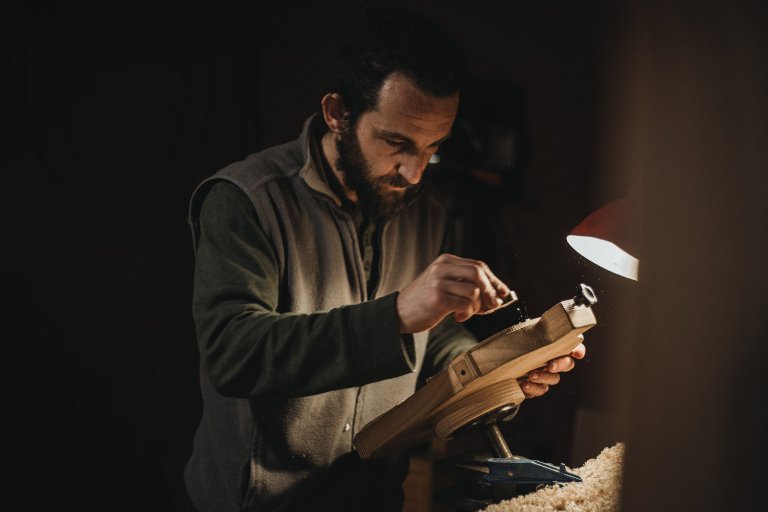 photo artisan luthier ardèche