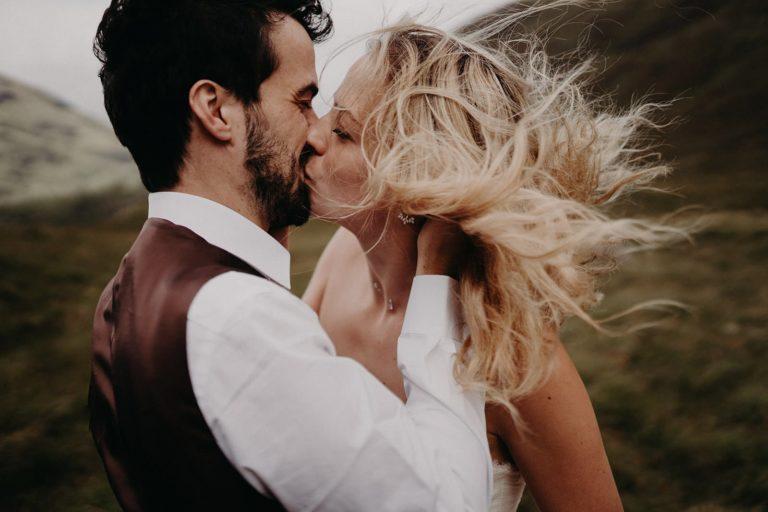 bisou passionné couple écosse